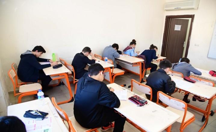 Adana'da ilk kez 22 bin öğrenci aynı anda sınavda