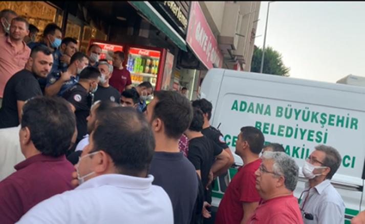 Adana'da Kuruyemişciye motosikletli 2 kişi tarafından pompalı tüfekle saldırı