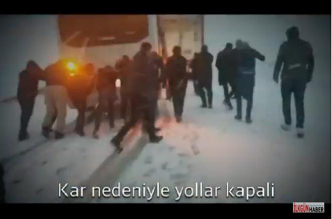 Aşırı Kar yağışı Tendürek yolunun kapanmasına neden oldu