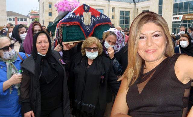Avcılar'da boğazı kesilerek öldürülen kadının tabutunu kadınlar taşıdı