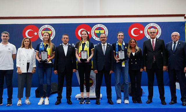 Bakan Kasapoğlu, Fenerbahçe'nin olimpik sporcularla buluşma etkinliğine katıldı