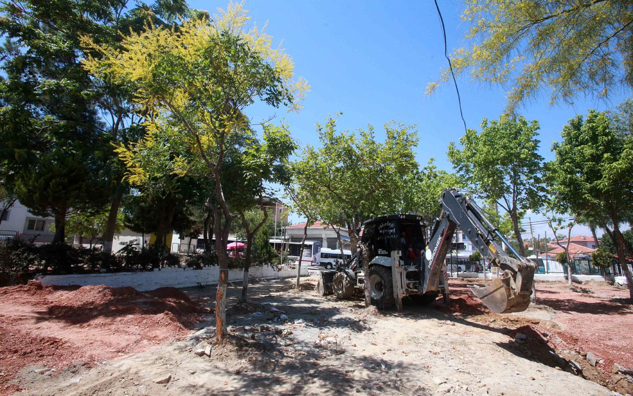 İzmir Karabağlar'da Uzundere Meydanı için ilk kazma vuruldu