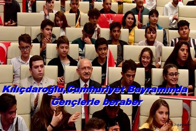 Kılıçdaroğlu,Cumhuriyet Bayramında Gençlerle beraber
