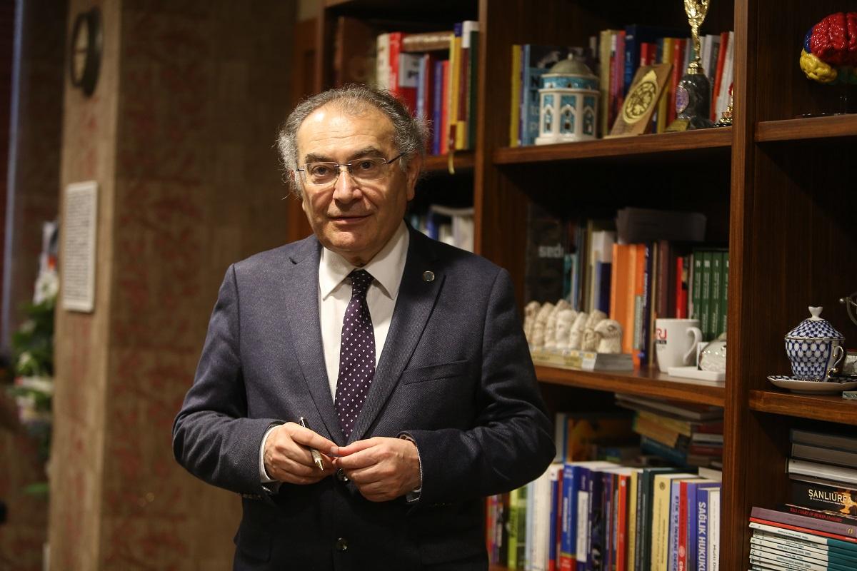 """Prof. Dr. Nevzat Tarhan: """"Sosyal temas bağımlılığın en büyük ilacı"""""""
