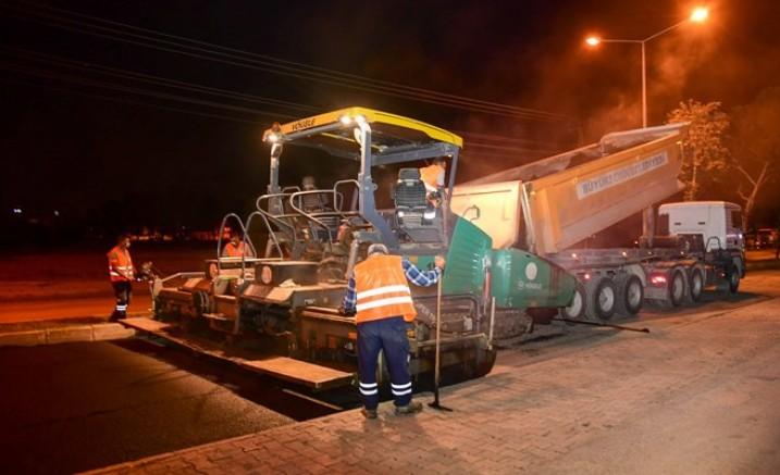Ramazan'da asfalt hamlesi gece mesaisiyle sürüyor