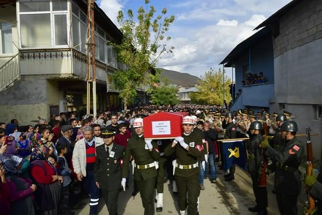 Şehit Piyade Er Hakan Atan, memleketi Tufanbeyli'de son yolculuğuna uğurlandı