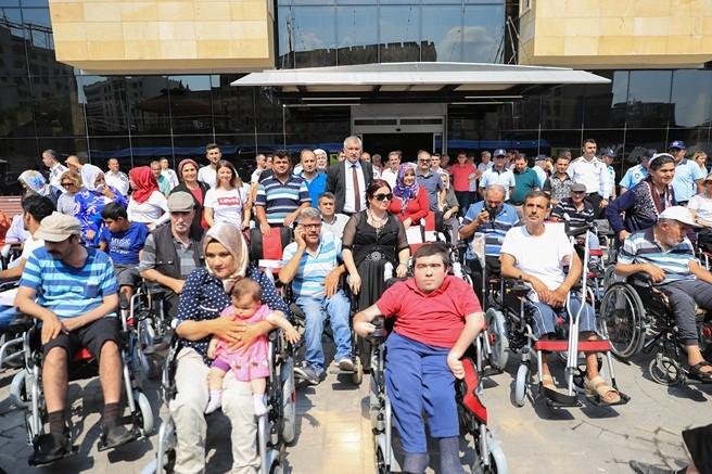 Seyhan Belediyesi 150 Engelli Bireye Akülü Tekerlekli Sandalye Verdi