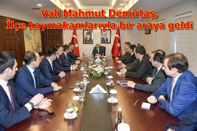 Vali Mahmut Demirtaş,İlçe kaymakamlarıyla bir araya geldi